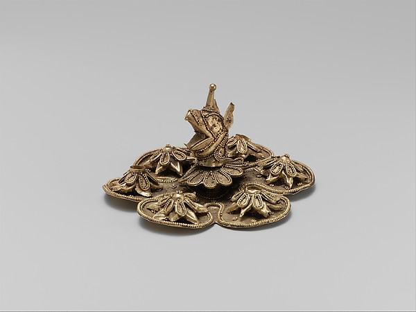 Gold rosette with the head of a griffin