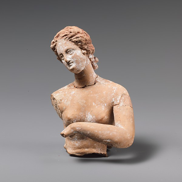 Fragmentary terracotta statuette of a woman