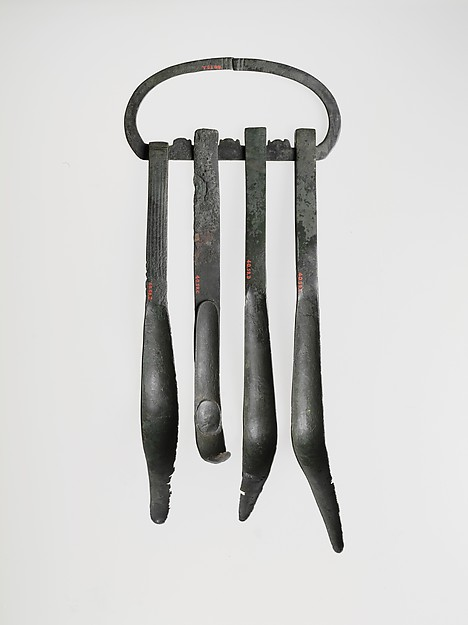 Set of bronze strigils and carrying ring
