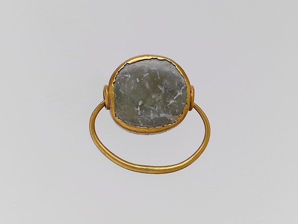 Gold hoop with picrolite stone in gold setting