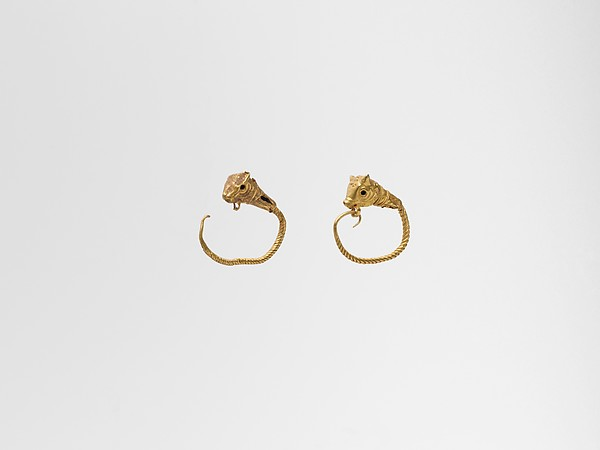 Gold earring with head of a bull
