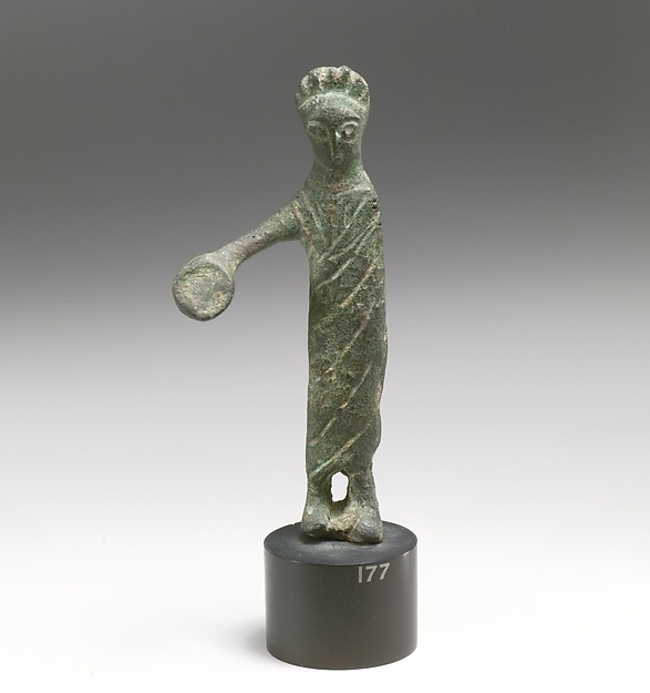 Statuette of a woman with phiale