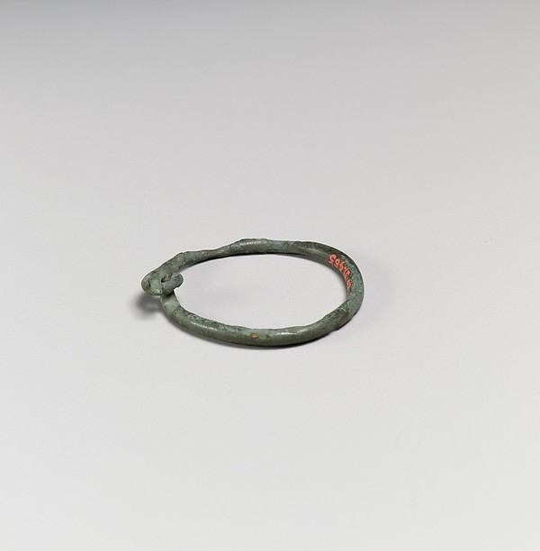 Small bronze annular bangle with clasp