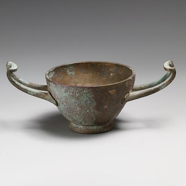 Bronze kylix (drinking cup)