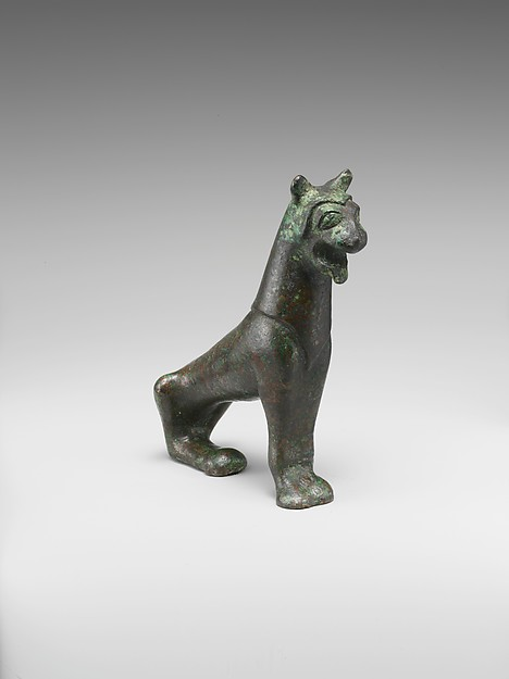 Bronze statuette of a lion