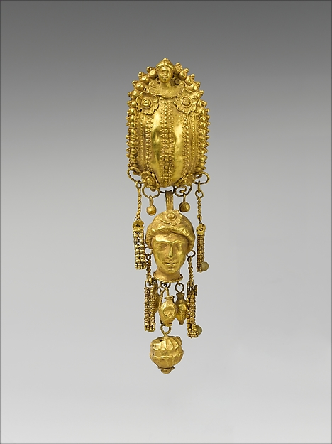 Earring with pendants and female head