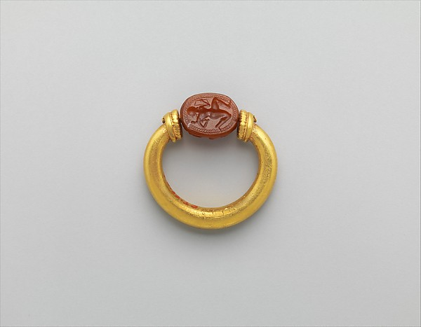 Gold and carnelian ring: on scarab bezel, Herakles