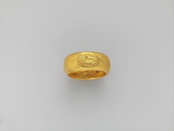 Gold ring: on bezel, lion