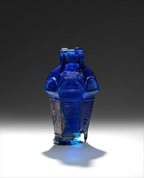 Glass hexagonal amphoriskos