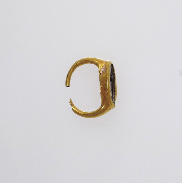 Ring with intaglio of female figure