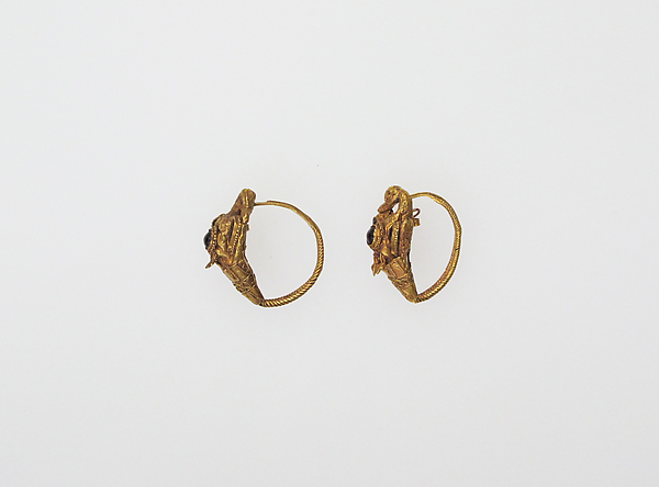 Earring with swans or geese