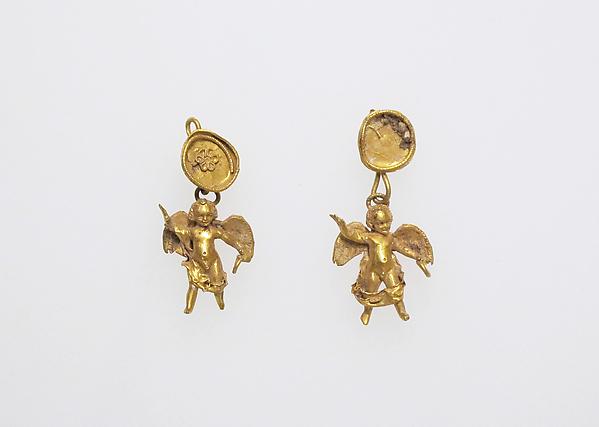 Earring with pendants of Eros
