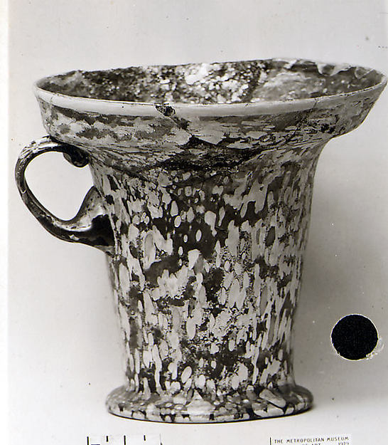 Glass modiolus (one-handled drinking cup)