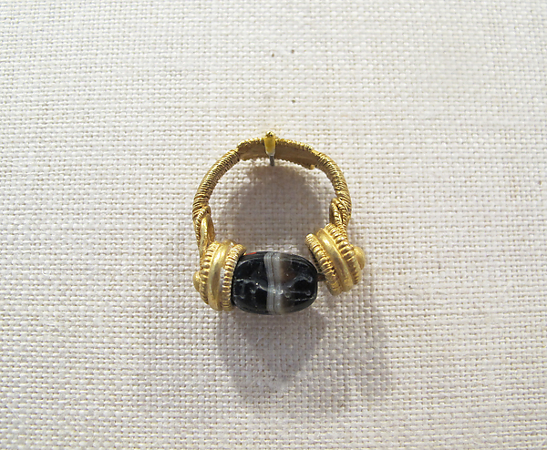 Gold swivel ring with banded agate scarab