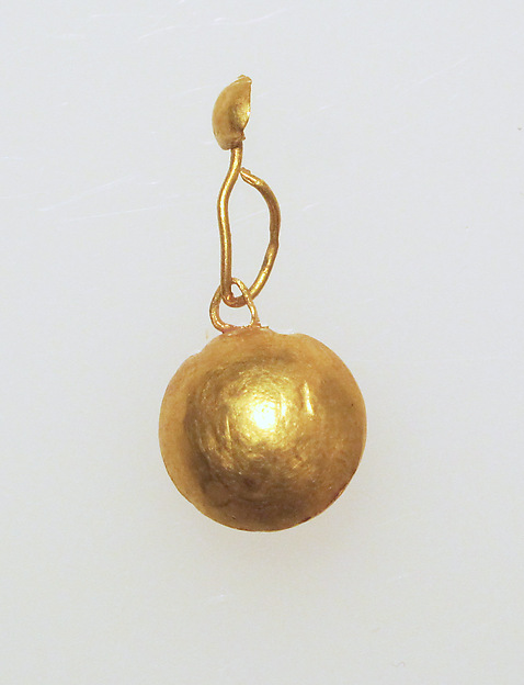 Earring with pendant and disc