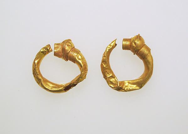 Earring, trumpet-shaped