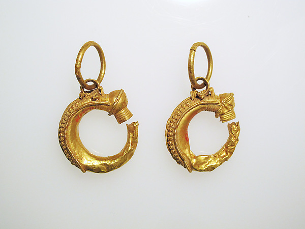 Earrings, trumpet-shaped