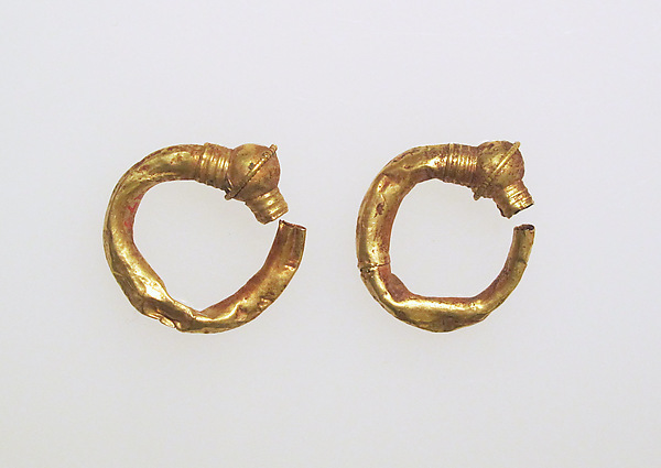 Earring, trumpet-shaped