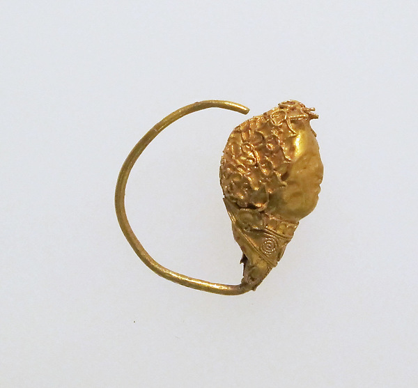 Earring with head of woman