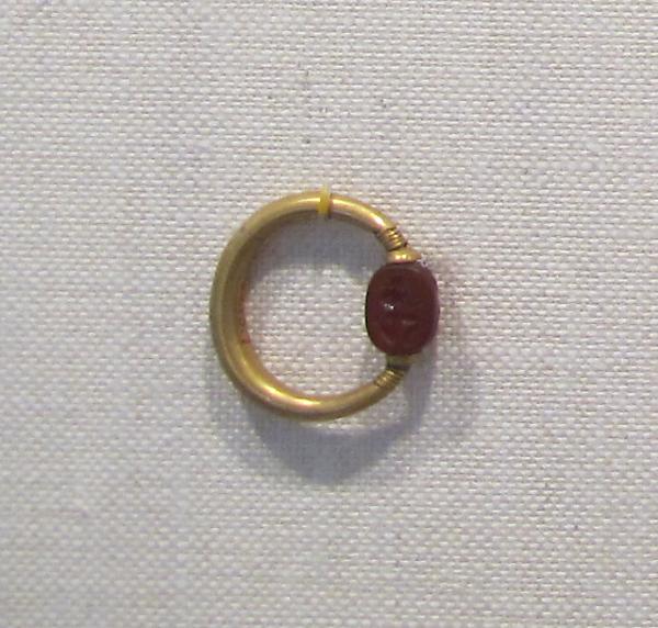 Gold swivel ring with carnelian scarab