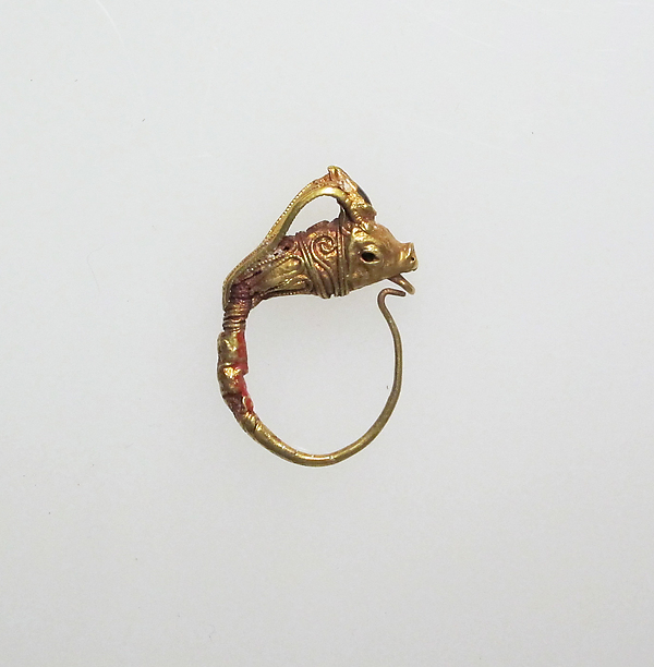 Earring with head of goat
