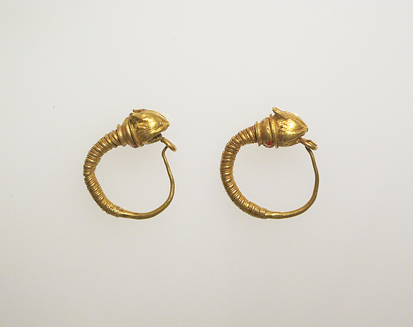 Earring with head of lynxes