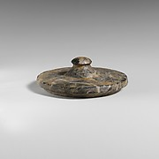 Stone lid of a pyxis