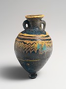 Glass amphoriskos (perfume bottle)