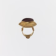 Gold and cabochon garnet ring