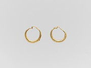 Gold loop earring