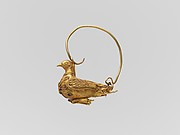 Gold earring in the form of a dove