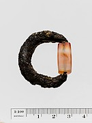 Agate half-barrel set in a silver swivel ring