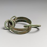 Bronze bracelet with four rings