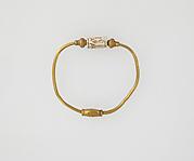 Bracelet with cylinder seal