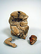 Statuette of a girl, fragmentary