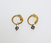 Earring with Eros and paste beads