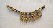 Gold necklace with pendants of amphora and beads