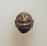 Earring with pendant of negro head