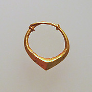 Earring of simple form