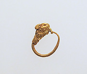 Gold earring with head of an animal