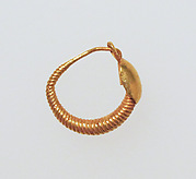 Earring with plain loop and disc