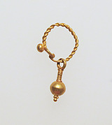 Gold earring with ball stud and pendant