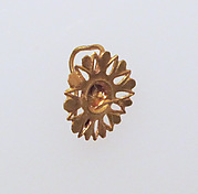Gold earring with rosette disk