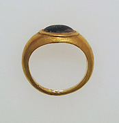 Ring with glass bezel