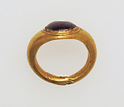 Ring with garnet