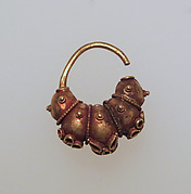 Electrum earring with lobes and rosettes