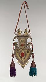 Cordiform pendant with tassles