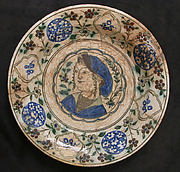 Dish Depicting a Woman Bust and Floral Decoration