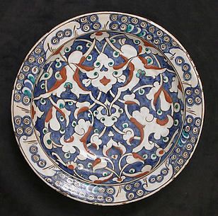 Dish with Split-leaf Palmette Design