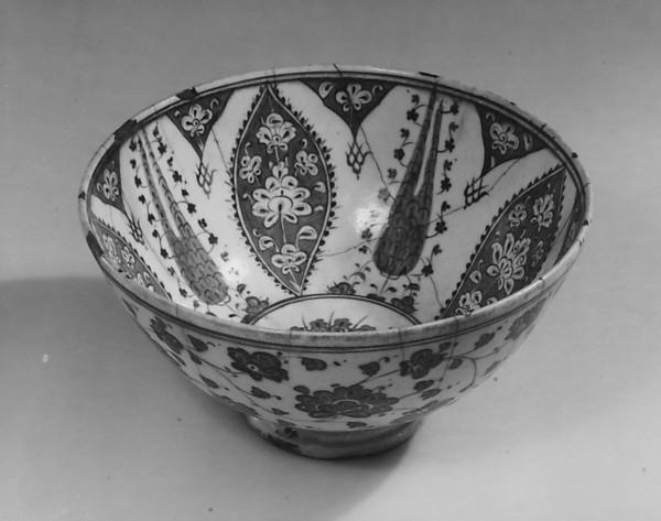 Bowl with Variation of 'Baba Nakkas' Design